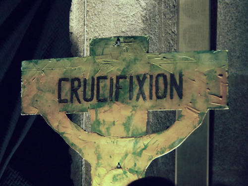 Paso 8-Crucifixión